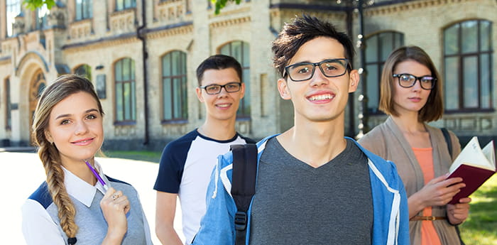 5 Ways Going Contactless Can Engage Students and Improve Campus LIfe